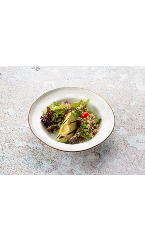Салат детокс с киноа, авокадо и томатами черри