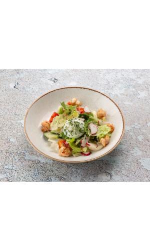 Салат с креветками и яйцом пашот