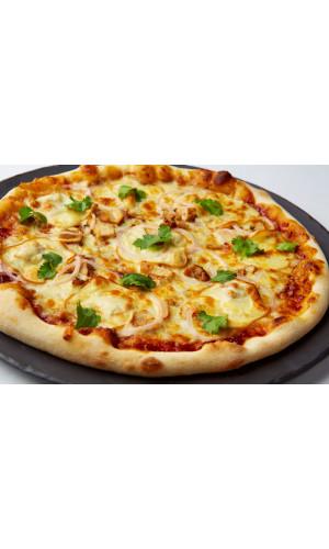 Пицца барбекю с курицей и сыром скаморца