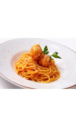 Спагетти с фрикадельками в томатном соусе детские
